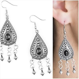 SAHARA SONG BLACK EARRINGS
